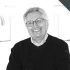 Maurizio Vitta è docente di Storia e cultura del progetto nella Facoltà del Design del Politecnico di Milano.